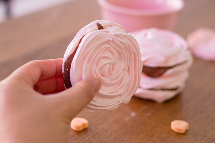 Romantic meringue cookies for a romantic date - Valentine's Day, we're ready for you!
