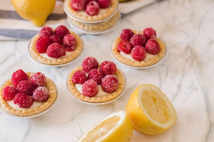 Raspberry lemon tarts make the perfect flavour profile - so sweet and so tart all at the same time! #minipies