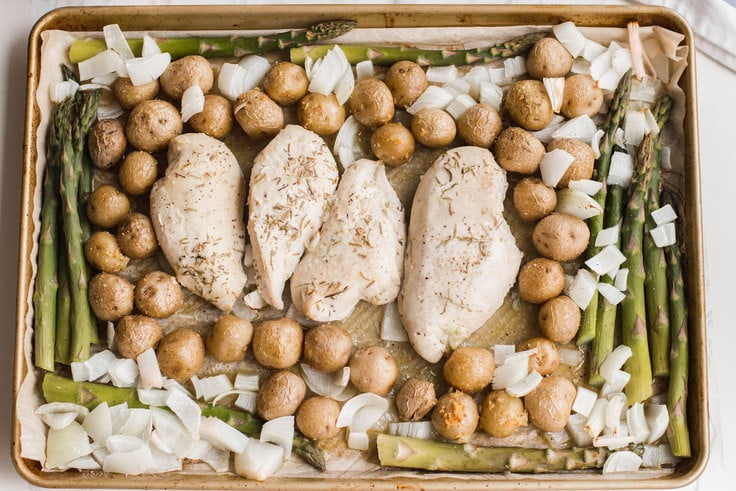 Need an easy dinner solution for your family? Then our Sheet Pan Chicken Dinner is a must-try! #sheetpandinners