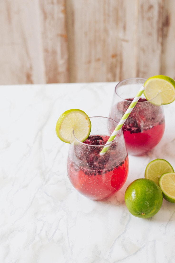This easy mocktail is super easy to whip up - the blackberry lime make for the perfect flavour profiles! #homemademocktail
