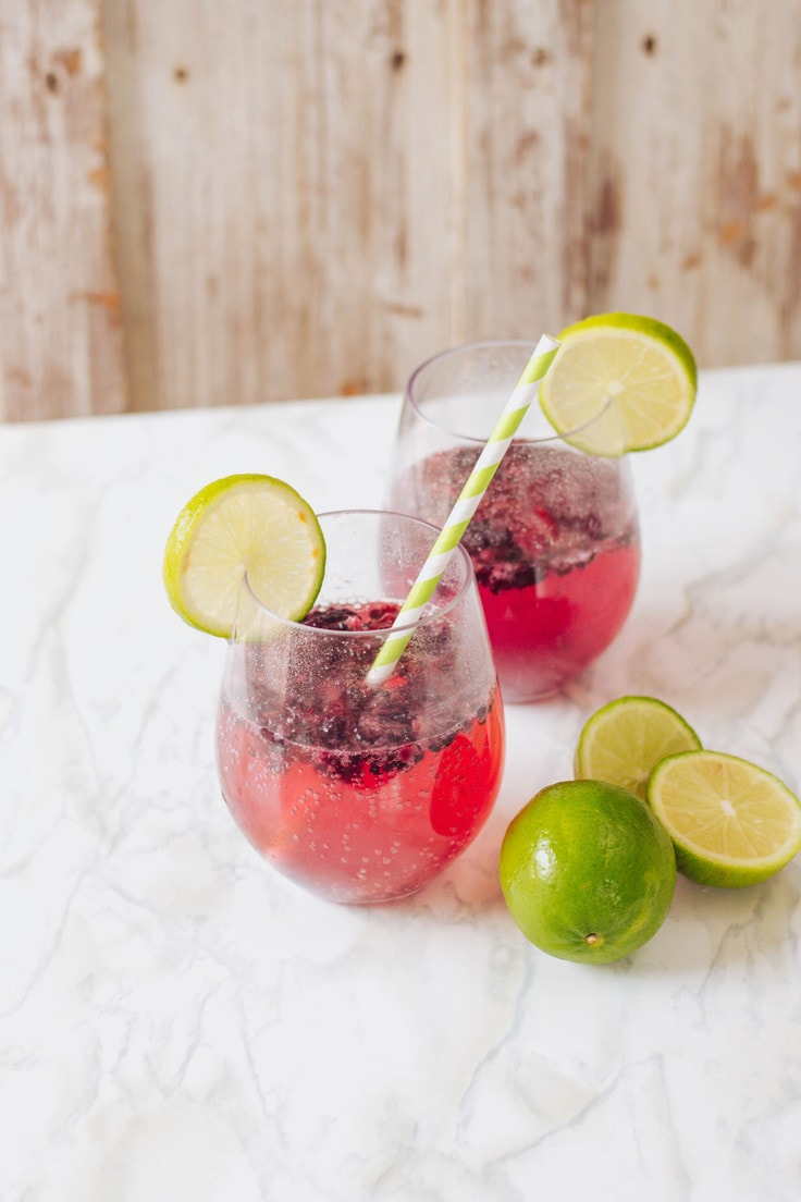 Quite possibly the easiest mocktail recipe - so proud to present my super flavourful Blackberry Lime Mocktail. Now go make one for yourself! #mocktailrecipe