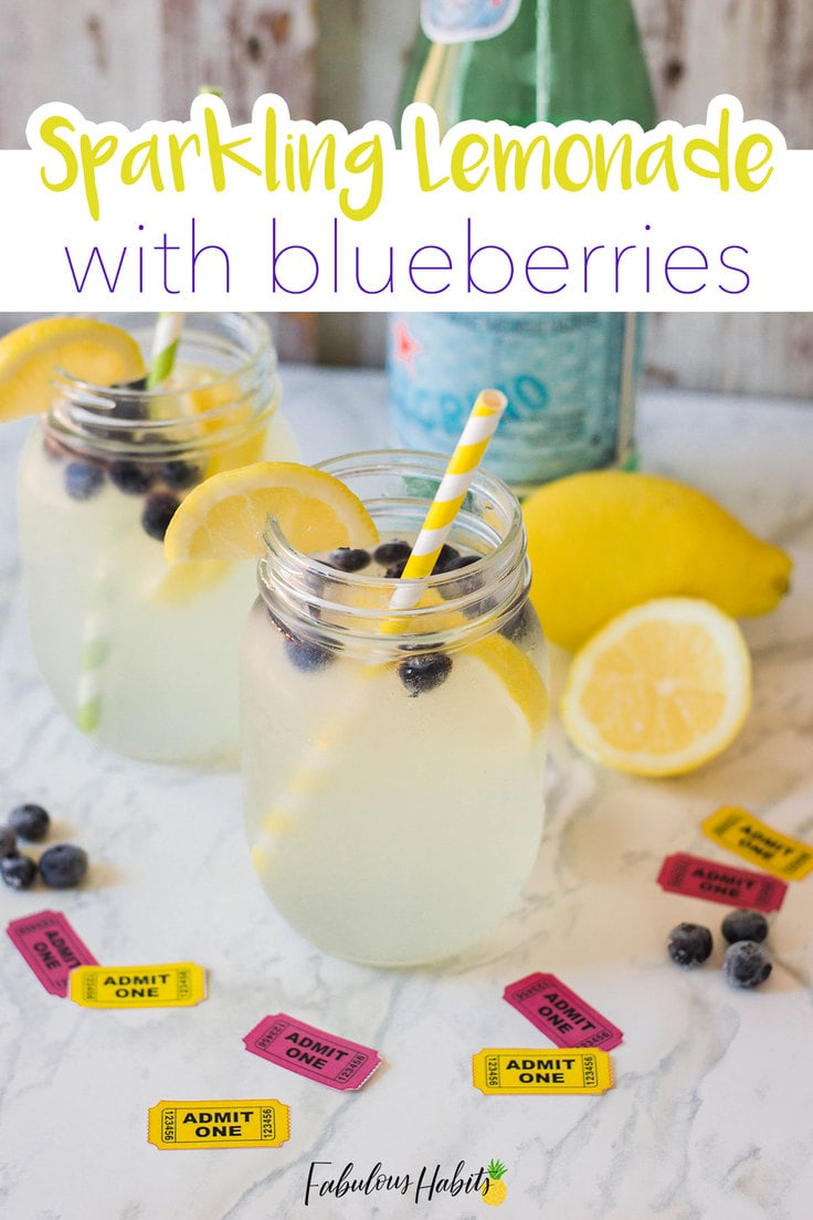 Blueberry and lemons come together to make this delicious Sparkling Lemonade with Blueberries - just the refreshing treat you need on those hot summer days! #lemonaderecipe